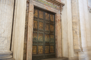 Information regarding the pilgrimage to the Holy Door of the Saint Peter's Basilica